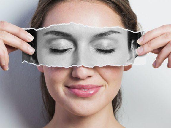 Hilangkan lingkaran hitam bawah mata sebelum majlis pernikahan. Cuba 4 jenis krim mata paling 'wow' ini