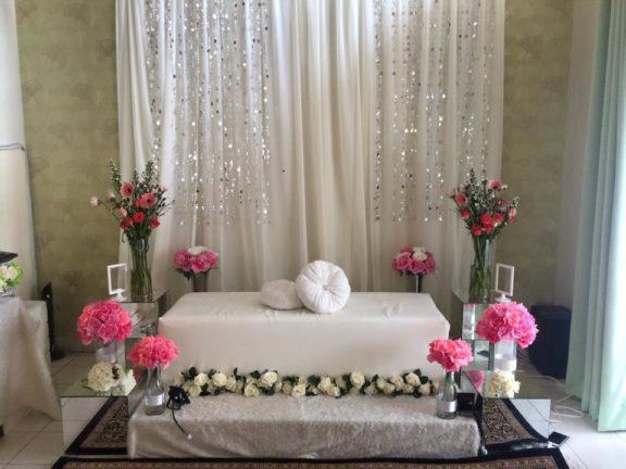 10 Inspirasi pelamin mini bajet bawah RM300 untuk pertunangan