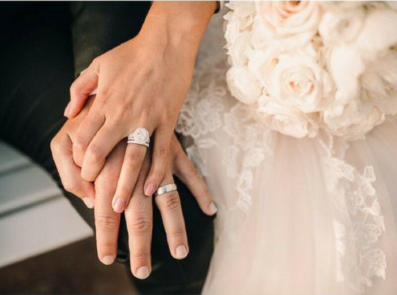Cara betul dan tepat untuk memakai cincin pertunangan atau perkahwinan